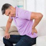 Невролог рассказал, как избавиться от болей в спине